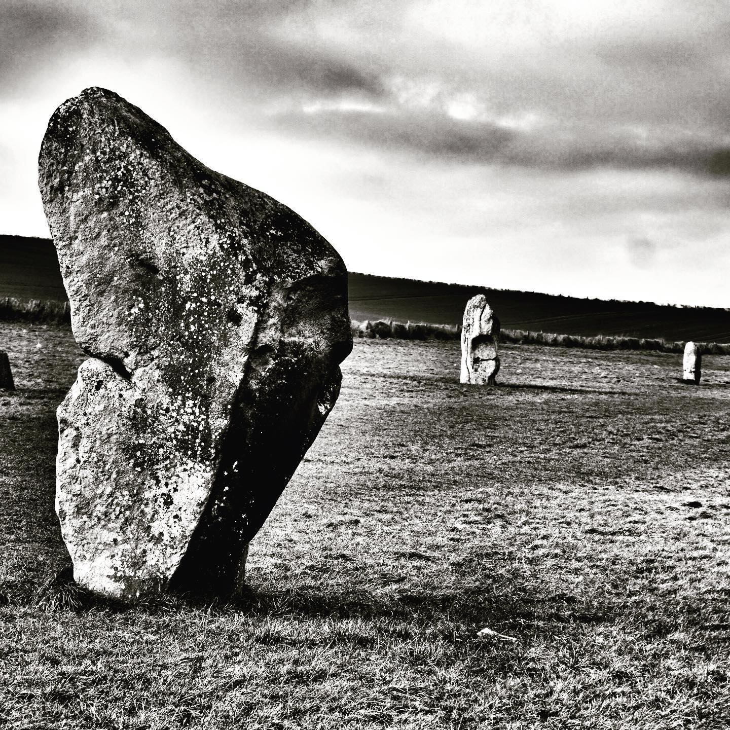 west kennet avenue. connects the sanctuary circles to avebury henge and circle on overton hill, overlooking older earlier neolithic sites like west kennet and east kennet long barrows. it shows the so called male and female stones said to make up the avenue. #westkennet #avenue #westkennetavenue #eastkennetlongbarrow #westkennetlongbarrow #thesanctuary #ceremonialsites #ceremonial #avebury #aveburyhenge #stonecircles #timbercircles #neolithic. montagecity.com